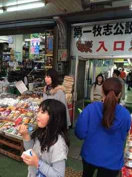 沖縄の市場.jpg